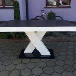 Stół drewniany X z blatem kamiennym